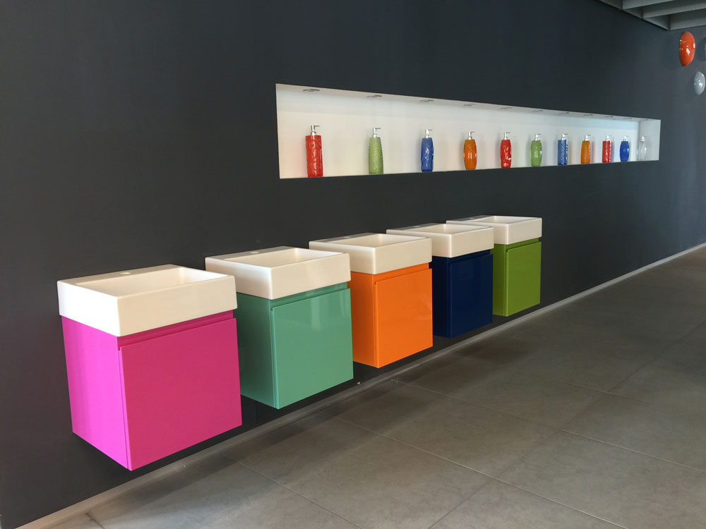 Qu muebles son los m s pr cticos para los ba os peque os for Muebles banos modernos pequenos